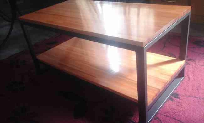 Mesa de living ratona en hierro y madera