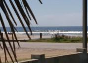 La paloma casitas frente a la playa costa azul