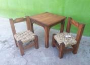 Mesa para niño con 2 sillas en madera tejidas en c